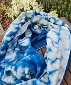blauer-schal-meeresbrise-mariblum-tragetuch-baumwolle-mariblum